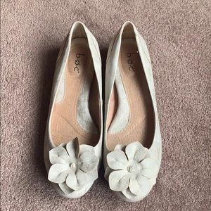 B.o.c flats. Cream with gold accents